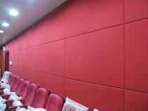 Tường hội trường ốp tấm polyester tiêu âm